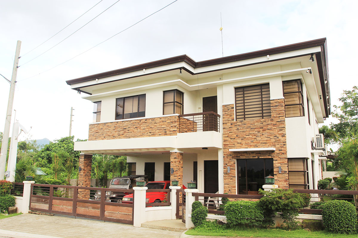 Summit Point, Lipa City – House and Lot For Sale – HL1